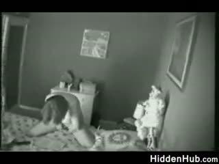 Mother nahuli pagsasalsal by a hidden camera