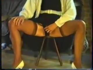 हेरी मेच्यूर pees sitting पर एक stool, पॉर्न 77