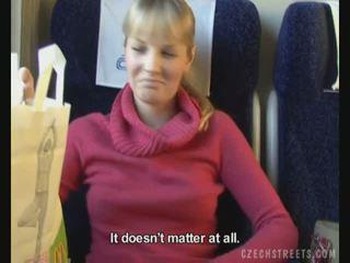 Public baise sur train