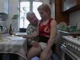 Sb3 彼女 knows 何 へ 期待する いつ おじいちゃん gives 彼女の a