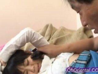 Tesné mladý ázijské školáčka