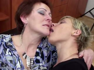 lesbiennes porno, grannies, zien matures mov