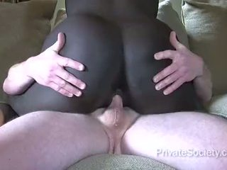 Gara ýaşlar fucks an older man