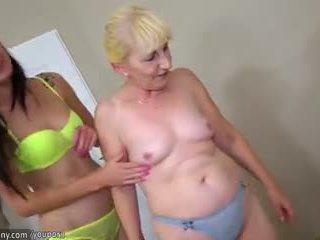 Rjavolaska lezbijke punca in blondinke lezbijke zreli imajo dolga dildo
