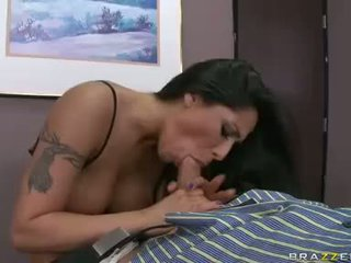 Jenaveve Jolie got kissed in her cunt by her horny boss