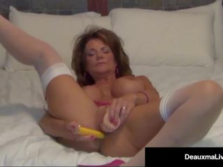 Foxy Cougar Deauxma Shows how a Woman Squirts with 2...