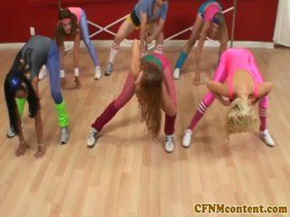 Cfnm femdoms smaukymasis varpa į aerobics