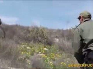 Ketat warga latina kimberly gates gets nailed oleh patrol agent