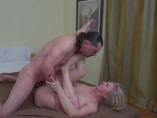 Real Mother Cheating with Lucky Neighbour: Free HD Porn e5