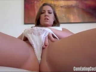 Maddy oreilly rubs henne søt mus furiously