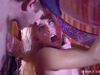 Brazzers - szexi stripper jessie volt szeretet hatalmas fasz.