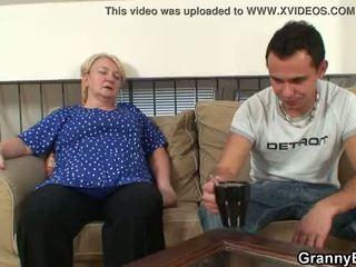 Dia easily seduces tua nenek