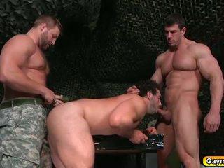 Đồng tính có ba người trong các bootcamp