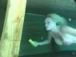 vol enorme tieten tube, grote tieten neuken, kijken zwembad