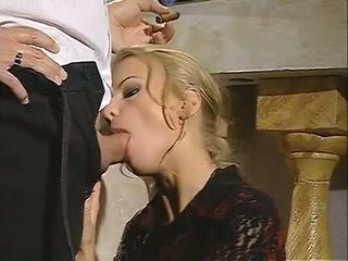 Горещ блондинки dora venter