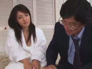 युवा एशियन टीन गड़बड़ द्वारा पुराना आदमी