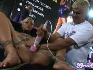 Blondinke suženjstvo kurba bree olsen gets tied up in ji twat toyed