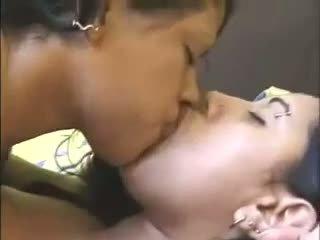 Hot Lez Wet Kissing