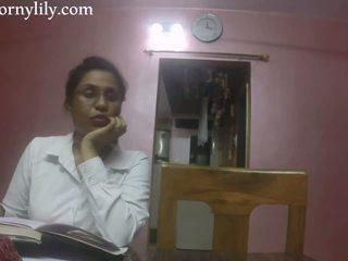 Slutty อินเดีย เลขานุการ gets มีอารมณ์ ใน the ออฟฟิศ