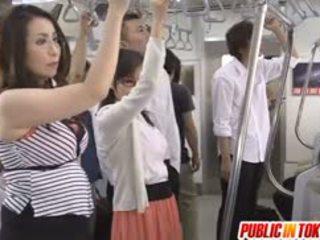 Japanilainen av malli sucks mulkku sisään bussi vimma