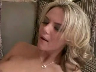 Dissolute мацка ashlynn brooke knows как към мляко на bump навън на а smut copulatestick