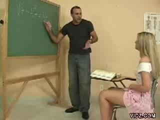 Hooters professora garanhão marcas estudante exposição cona