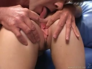 Elizabeth lawrence gets שלה הדוקה קטן תחת מזוין תוך being fingered