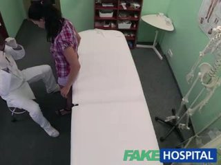 Bonita adela gets cured por having sexo