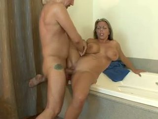 Sulīga karstās amber lynn bach getting jizzed par viņai meaty apaļš jugs