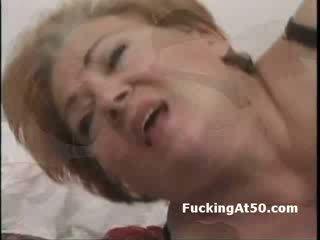 Merah kepala tua wanita jalang kacau gambar/video porno vulgar oleh sebuah perempuan terangsang dude