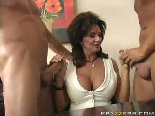 Breasty mẹ tôi đã muốn fuck deauxma engulfing trên 2 to cứng boner