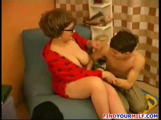 Ibu merayu muda putra