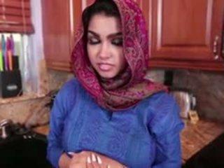 Pieptoasa arab adolescenta ada gets inpulit greu