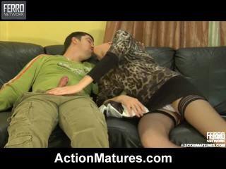 Zmiešať na videá podľa akcie matures