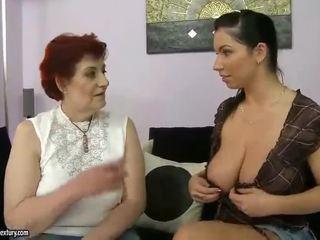 Gros grand-mère et gros seins ado appreciating lesbo porno