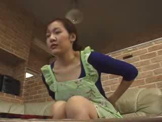 Japonais lonely mère masturbate en livingroom vidéo