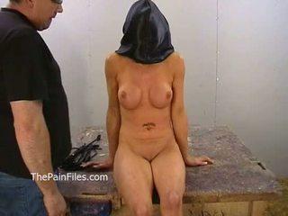 Amadora bdsm de mamalhuda danii negra em privado masmorra whipping e fierce punishm