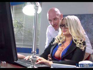 빌어 먹을 와 thick 금발의 비서, 무료 포르노를 41