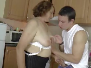 Vācieši step-son kārdināšana matainas vecmāmiņa līdz nokļūt firs jāšanās.