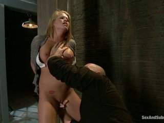 Jauns blondīne aiden aspen gets humiliated