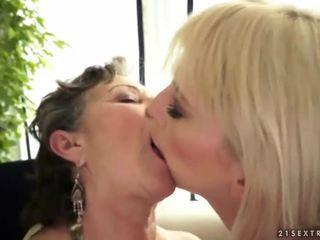 Giovane bionda loves un nonna