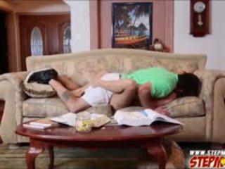 Natalia starr busted haar stiefmoeder zuigen haar bfs lul