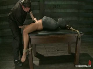 Adrianna experiences restrictive slavery un prāts dicklicking orgasms onto diena 3.
