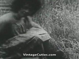 Tüdruk koos suur tiss ja karvane vitt perses sisse väli