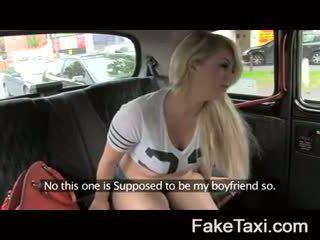 Fake taxi kamera emberek having drx om fake taxi