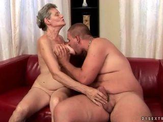 Mamalhuda avó enjoys difícil sexo