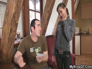 Bf finds 他的 女孩 cthat guyating