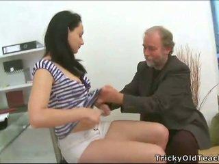 Trijatā sekss ar skolotāja