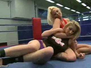 יפה חם blondes fighting ל לסבית סקס