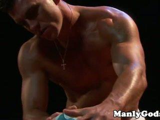 Closeup gay rimming mit muscular pärchen